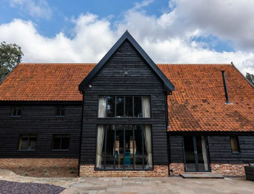 DELIGHTFUL SOUTH NORFOLK BARN CONVERSION BENEFITS FROM WESTCOAST WINDOWS OAK COMPOSITE WINDOWS